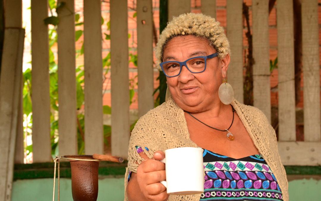 """Dona Jacira, mãe do rapper Emicida, é a entrevistada do """"Giro Brazuca"""", novo programa do Trace Brazuca"""