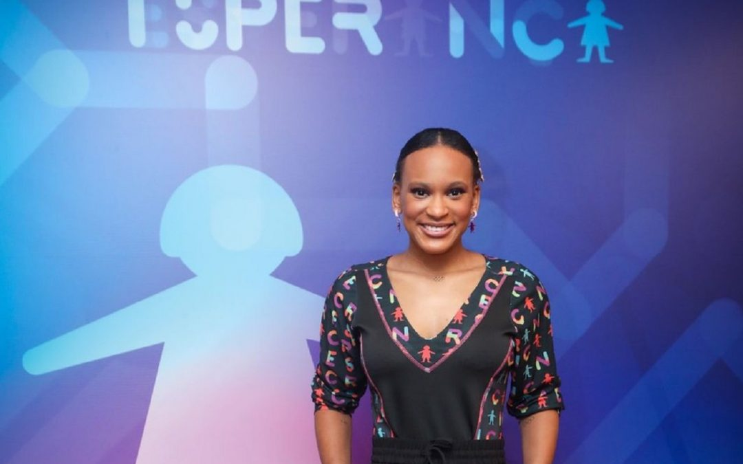 Rebeca Andrade dá show ao cantar música de Iza no palco do Criança Esperança
