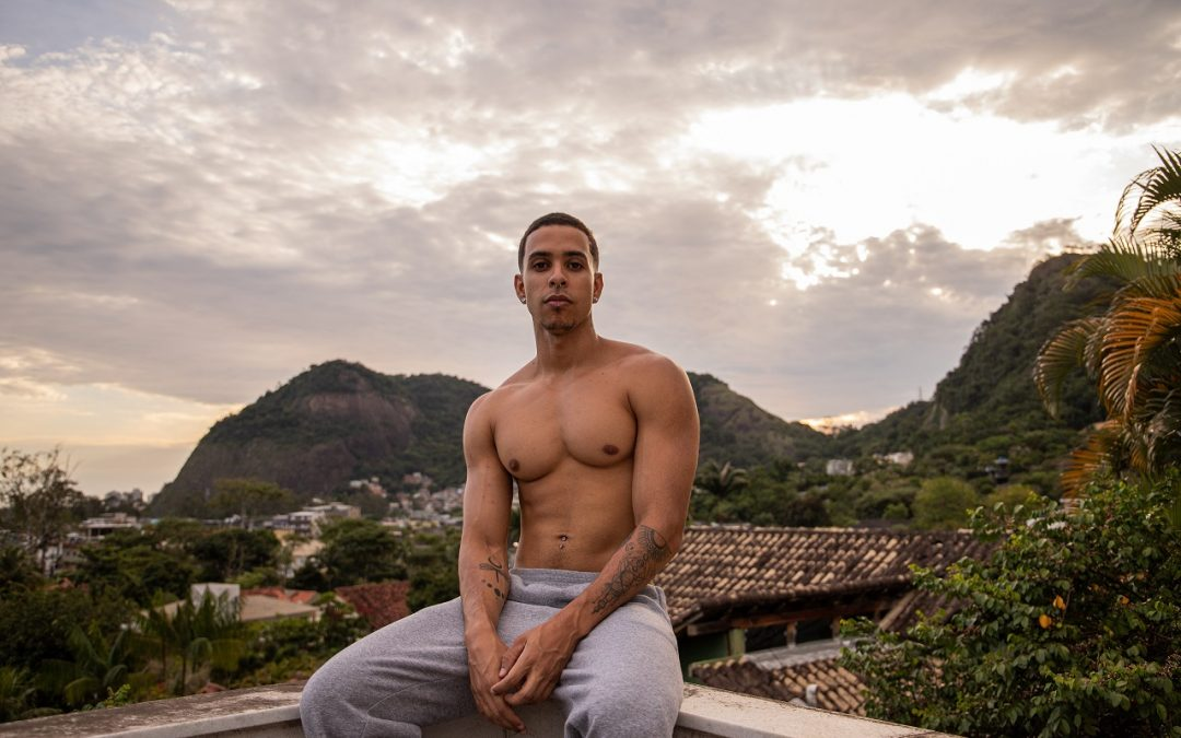 Thiago Pantaleão lança 'Grande amor' e cria expectativas sobre o clipe